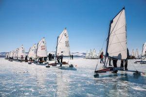 Đua thuyền băng trên hồ nước ngọt sâu nhất thế giới