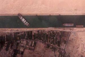 Lựa chọn thay thế đắt đỏ khi kênh đào Suez bị bịt kín