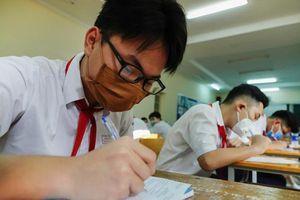 Học sinh Phú Quốc vẫn tới trường