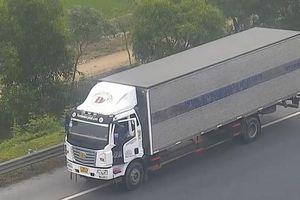 Xe tải đi lùi trên cao tốc Hà Nội - Hải Phòng