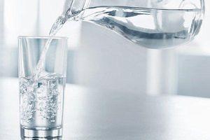 Mắc bệnh lạ, người phụ nữ không thể uống quá 3 ly nước/ngày