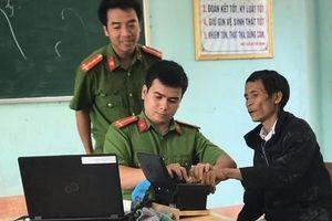 'Người rừng' Hồ Văn Lang đi làm căn cước công dân gắn chíp điện tử