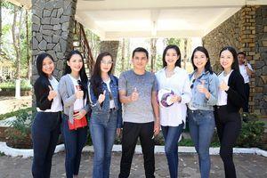 HLV Kiatisuk bị dàn Hoa hậu Việt Nam bủa vây trước thềm đại chiến HAGL - TPHCM