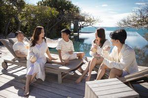 Hoa hậu Thu Hoài và vị hôn phu kém 10 tuổi tình tứ trong chuyến nghỉ dưỡng