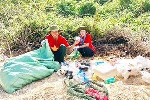 5 năm tình nguyện nhặt rác ở bãi biển Côn Đảo