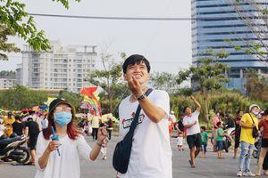Bạn trẻ Sài Gòn thả diều, 'xin một vé' trở về tuổi thơ