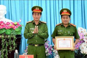 Công an Bạc Liêu khen thưởng đột xuất các tập thể, cá nhân trong chiến dịch cấp Căn cước công dân
