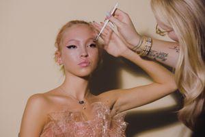 Con gái siêu mẫu Kate Moss vụt sáng ở tuổi 18