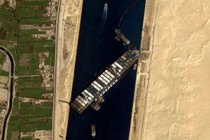 Chưa thể xác định thời điểm giải cứu siêu tàu mắc kẹt trên kênh đào Suez