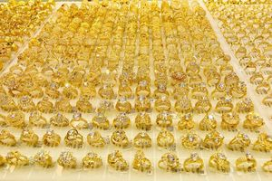 Giá vàng hôm nay 28/3: Vàng trong nước tiếp tục lao dốc, về mức thấp nhất trong 1 tháng qua