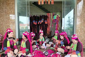 Nghệ thuật thêu tay của người Dao Thanh Y