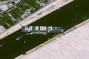 Giải cứu thành công siêu tàu mắc kẹt tại kênh đào Suez