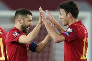 Tây Ban Nha thắng nhọc ở phút bù giờ