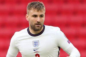 Shaw tỏa sáng trong ngày trở lại tuyển Anh