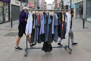 3 dấu hiệu cho thấy bạn nên vứt bỏ quần áo