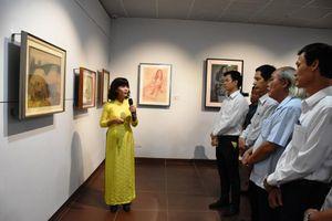 Khai mạc triển lãm bộ sưu tập tranh độc đáo 'Houei'