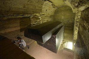 Khó giải hơn 20 quan tài nặng gần 100 tấn ở Ai Cập