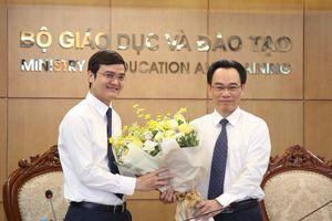 Trao Kỷ niệm chương 'Vì sự nghiệp giáo dục' cho nhiều cán bộ Đoàn