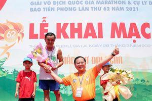 VĐV lớn tuổi nhất chinh phục cự ly full marathon