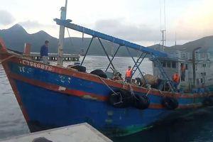 Bắt tàu chở 20.000 lít dầu không rõ nguồn gốc trên biển