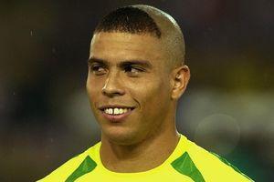 Ronaldo 'béo' xin lỗi vì kiểu tóc thảm họa