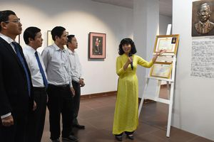 Bảo tàng Mỹ Thuật Đà Nẵng trưng bày bộ sưu tập tranh 'Houei'