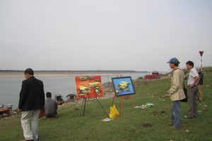 'Hai chung' ở một làng nghề hội họa