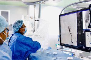 Mờ ám đấu thầu thiết bị y tế : Những cú 'bắt tay' đẩy giá