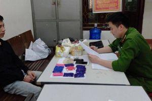 Bắt đối tượng vận chuyển 2 kg ma túy đá và 2000 viên ma túy tổng hợp