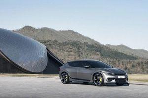 Xe chạy điện Kia EV6 ra mắt, mạnh hơn Porsche Taycan 4S
