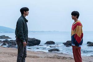 Làm sao cưỡng lại sức hút của hai nam thần cực phẩm trong 'Seobok - Người nhân bản'?
