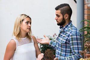 Lỡ 'gây chuyện', chồng nhọc nhằn thú tội với vợ