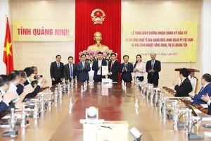 Trao giấy chứng nhận đăng ký đầu tư dự án công nghệ cao 500 triệu USD