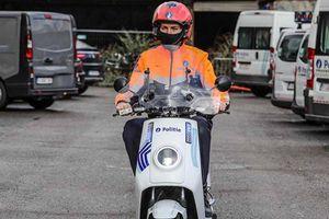 Cảnh sát Bỉ tuần tra bằng xe máy điện Trung Quốc