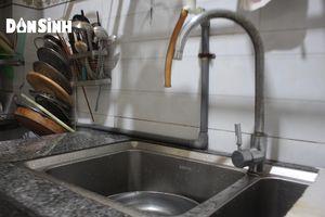 Người dân TP.HCM khốn khổ vì bị cúp nước nhiều ngày liền
