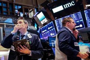 Dow Jones giảm hơn 100 điểm khỏi mốc kỷ lục, cổ phiếu Apple và Microsoft dẫn đầu thua lỗ