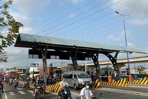 Ngày đầu thu phí BOT xa lộ Hà Nội: Xe nối đuôi nhau qua trạm
