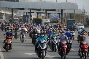 Vừa chính thức thu phí, xa lộ Hà Nội đã tê liệt