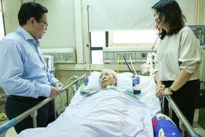 'Mai vàng nhân ái' thăm nhạc sĩ Phú Quang
