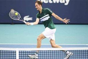 Daniil Medvedev vào tứ kết Miami Open 2021