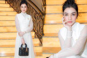 Cẩm Đan đẹp như thiên nga trắng muốt trên thảm đỏ Đại hội đại biểu Hội Người mẫu Việt Nam