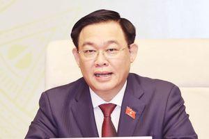 Chủ tịch Quốc hội Lào chúc mừng ông Vương Đình Huệ nhận nhiệm vụ mới