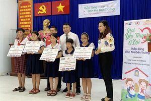 TP.HCM: Hỗ trợ học sinh, sinh viên có hoàn cảnh khó khăn tại Cần Giờ