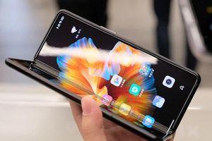 iPhone 13 chưa ra mắt đã gặp loạt đối thủ 'đáng gờm'