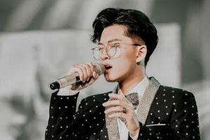 Chân dung chàng ca sĩ, nhạc sĩ trẻ tài năng sáng tác ca khúc 'gây bão' thu hút sự chú ý của giới trẻ