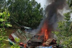 Bình gas bất ngờ phát nổ trên phà gây cháy lớn, 3 người thương vong