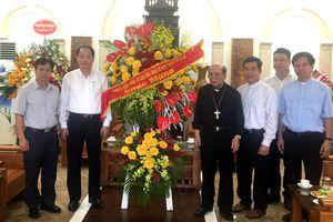 Lãnh đạo Ban Dân vận Thành ủy thăm, chúc mừng bà con giáo dân nhân mùa lễ Phục sinh