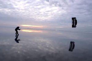 Trượt băng thả diều ở biển Baltic