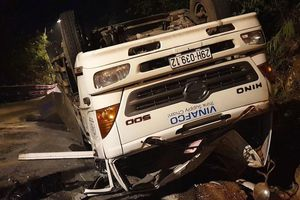 Xe tải chở phế liệu đâm xe máy trên đèo Bảo Lộc, 2 nữ sinh tử vong thương tâm