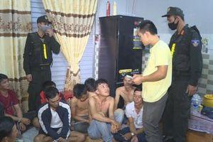 Hàng chục người đánh bạc bị bắt